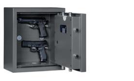 ein Kurzwaffentresor mit zwei Pistolen